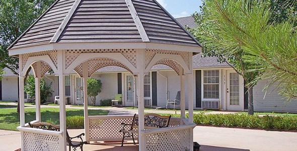 rambling oaks courtyards staff - 590×300